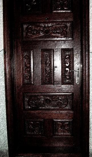 Ușă de lemn recondiționată prin vopsire